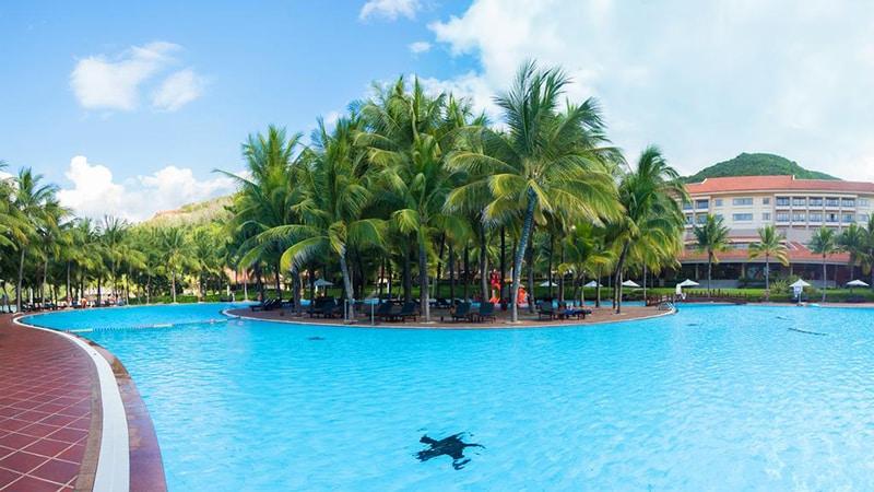 bể bơi ngoài trời vinpearl land nha trang resort