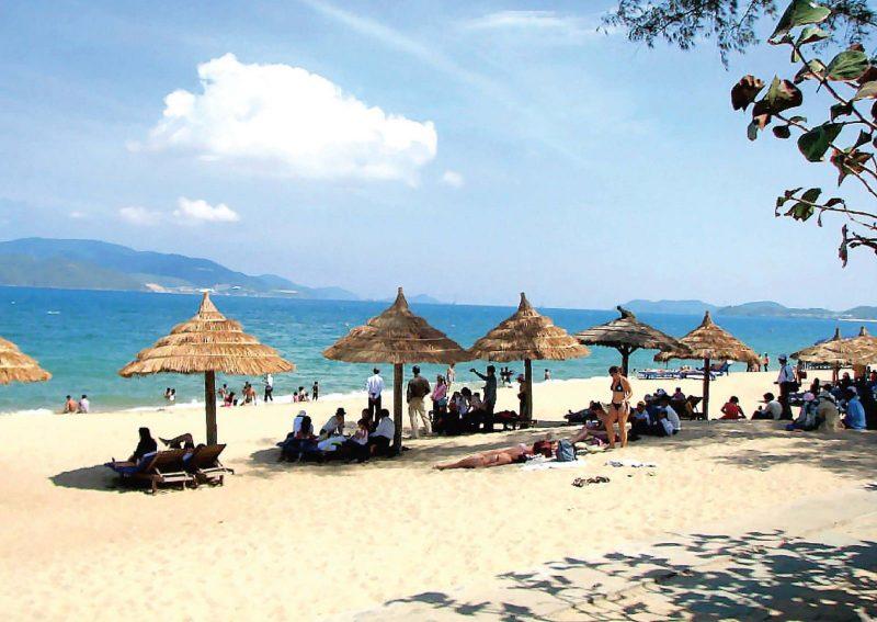 Bãi biển Cửa Lò nơi mà khi đến Vinpearl Cửa Hội bạn có thể tận hưởng