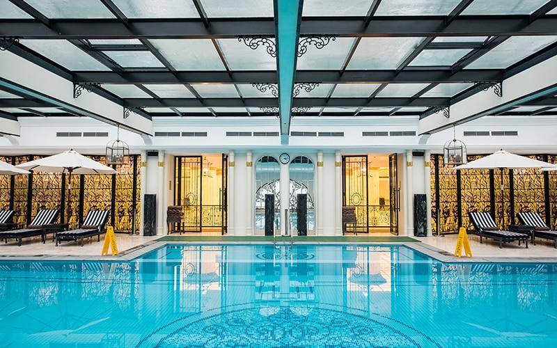 Trải nghiệm hồ bơi trong nhà tạikhách sạnVinpearl Hạ Long