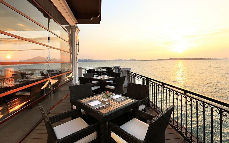 Nhà hàng Vinpearl Hạ Long có vị trí tuyệt đẹp