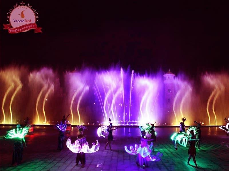 Vinpearl Land Phú Quốc có gì chơi - Mãn nhãn với màn nhạc nước lung linh sắc màu