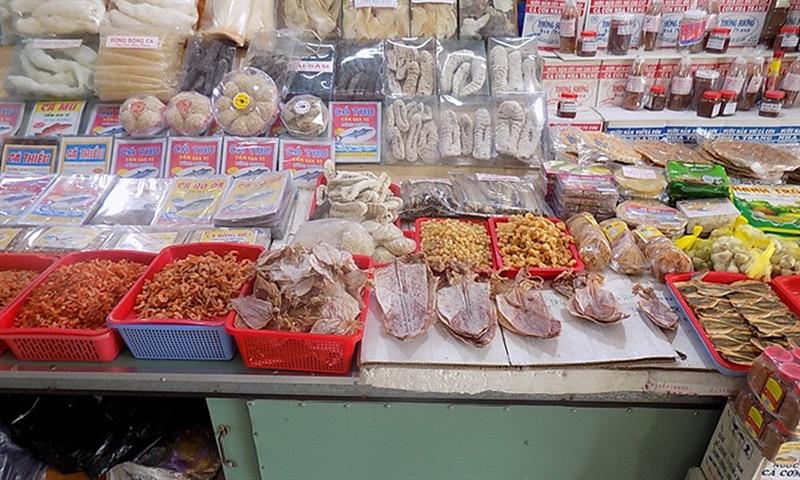 hải sản khô được bày bán tại chợ - những địa điểm du lịch ở nha trang