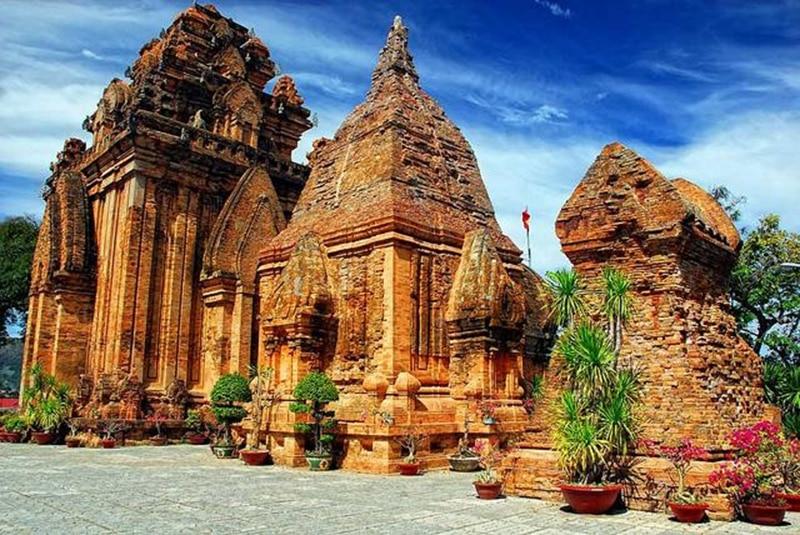 Tháp bà ponagar - những địa điểm du lịch ở nha trang