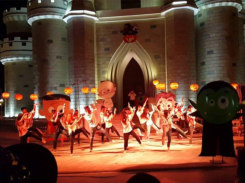 Biểu diễn flashmod vui nhộn dịp Halloween tại Phú Quốc Vinpearl Land