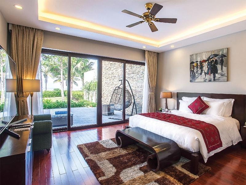 Vinpearl Phú Quốc Villa 4 phòng ngủ được thiết kế đón nắng tinh tế, hài hòa, tạo cảm giác ấm cúng.