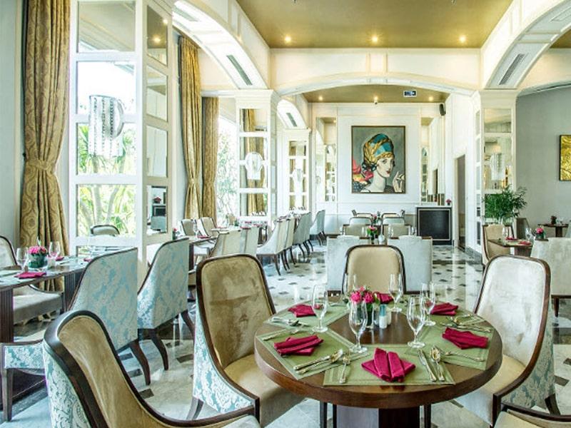Voucher Vinpearl Phú Quốc - thưởng thức ẩm thực đặc sắc tại nhà hành sang trọng.